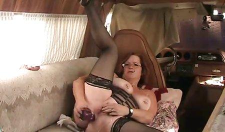 અપરિપક્વ મોટા બોબલા વાળી મહિલા બ્રાન્ડી સુંદર સાથે સેક્સ કાળા વાળ વાળી છોકરી આપે છે હાથ થી ચોદવુ
