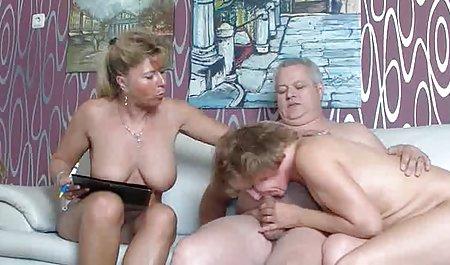 ભાગ સુંદર સેક્સ ઘૂંટણ માં સ્તન વોલ્યુમ