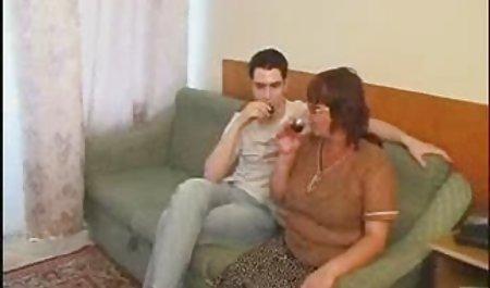 પ્રલોભન સુંદર ભારતીય હોમમેઇડ પોર્ન મમ્મી શીખવે છે જેમની